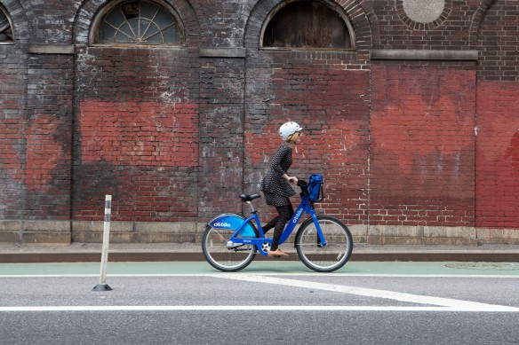 Girl on Citi Bike nova york travel whiz